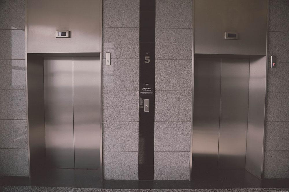 infortuni in ascensore